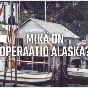 """Vanha valokuva kalastajakylästä, jonka päällä on teksti """"Mikä on Operaatio Alaska?""""."""