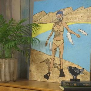 Maalaus rannalla olevasta naisesta jolla snorkkeli kasvoilla.