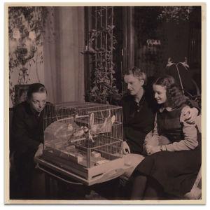 Katarina Ilves ja lapset Jan ja Merike 1940-luvulla
