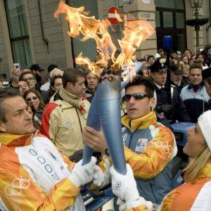 Torinon talviolympialaisten olympiatuli.