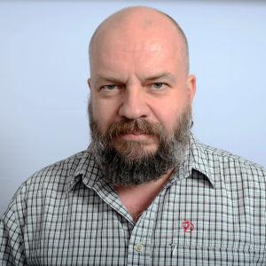 Metallimuusikko Timo Rautiainen.