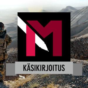 Sotilas valvoo aluetta Mazar-i-Sharifissa Afganistanissa vuonna 2009.