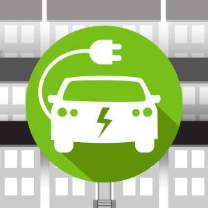 Grafiikka: sähköauto, taustalla kerrostaloja.