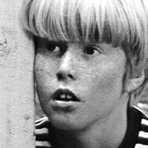 Vinski katselee hämmentyneenä kaukaisuuteen.