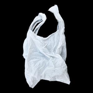 valkoinen muovipussi mustalla taustalla