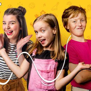 Galaxin juontajat Jasmin, Emma ja Aaron.