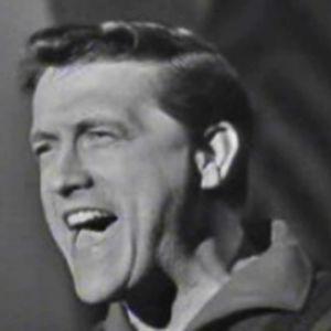 Amerikkalainen laulaja Jack Dailey esiintyy Linnanmäen Peacock-teatterissa 1964