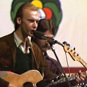 Hande Nurmio esiintyy Vanhan isännän kanssa Helsingin laulufestivaaleilla Kulttuuritalolla 1977.
