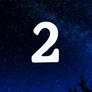 Kuvituskuva. Tähtitaivas ja joulukalenterin luukku nro 2.