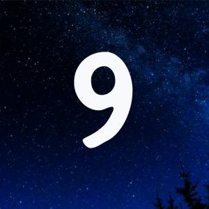 Kuvituskuva. Tähtitaivas ja joulukalenterin luukku nro 9.
