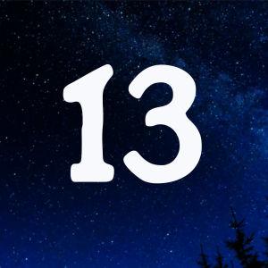 Kuvituskuva. Tähtitaivas ja joulukalenterin luukku nro 13.
