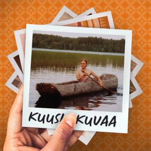 Nuori nainen meloo puunrungosta koverretulla kanootilla järvellä, taustalla sekametsäinen rinne.