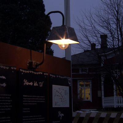 Jims utomhuslampa i metall lyser upp på Strömsö
