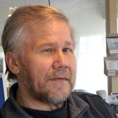 Sune Bergström är redaktör på Svenska Yle och arbetar för Radio Vega Öst-Nyland.