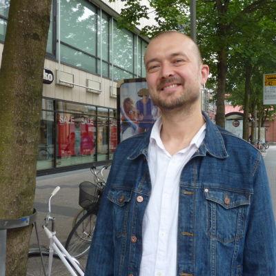 Anders Grönroos är mannen bakom Barnens kalasturné.