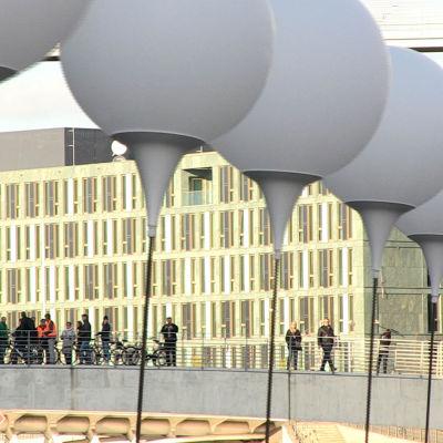 Ballonger vid den gamla muren i Berlin