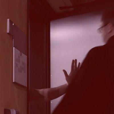 """Skärmdump från ÅAS kampanjvideo """"Tack för den avgiftsfria utbildningen!"""""""