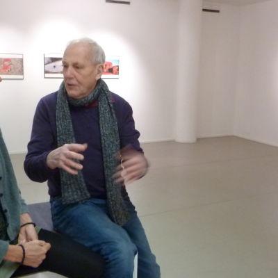 Fotografen Caj Bremer ställer ut på Galleri Zebra i höst. Katja Juhola är styrelseordförande.