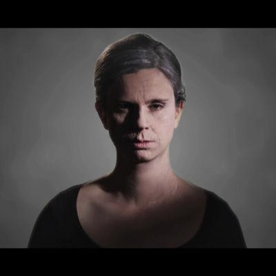 Olga Temonen Tuukka Temosen teoksessa