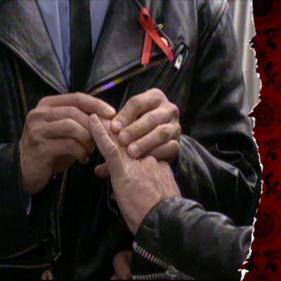 1994 ordnas en symbolisk vigsel förhomosexuella i Esplanadparken