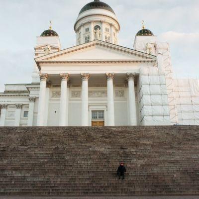 Domkyrkan i Helsingfors nerifrån Senatstorget