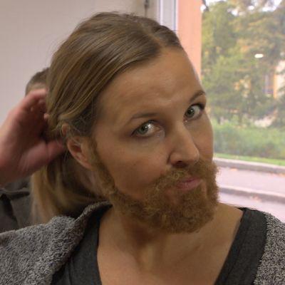 Anne Hietanen med skägg i Lasso