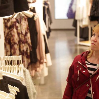 Susanna Lindroth på kläduppköp