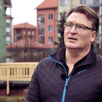 Rajoja ja rakkautta peräänkuuluttaa Antti Korhonen