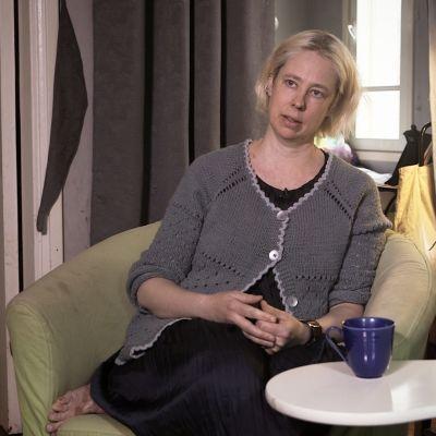 Lousie Agnesdotter kallar sig proffsarbetslös.