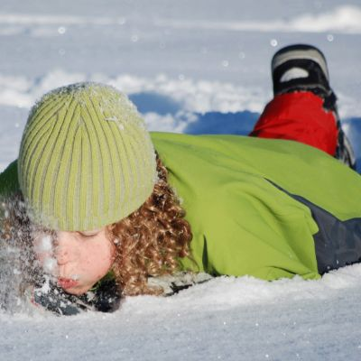 Lapsi lumessa