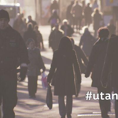 Många finländare är utan jobb och det är svårt att nå arbets- och näringsbyrån.