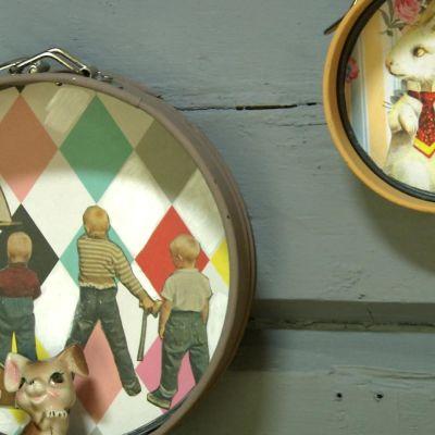 Närbild av tavlor gjorda av kakformar.