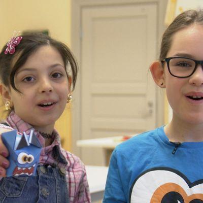 Två flickor, Noor och Bertha