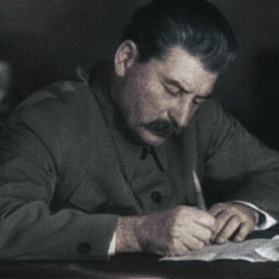 Josif Stalin työssään