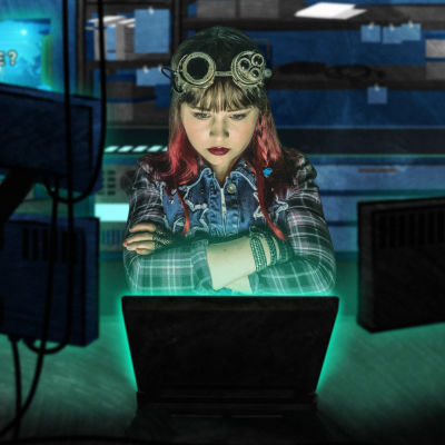 Rosan tehtävänä on pysäyttää Griefmaster ja pelastaa netti.