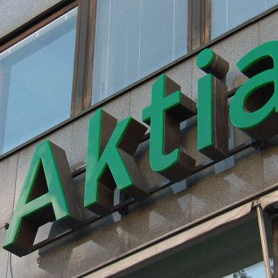 Aktian logo Manneheimintiellä Helsingissä.