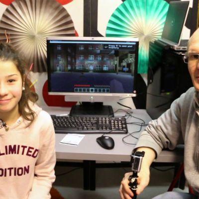 Aida Aledin ja Joonas Lintunen kasasivat osista toimivan Minecraft-pelikoneen.