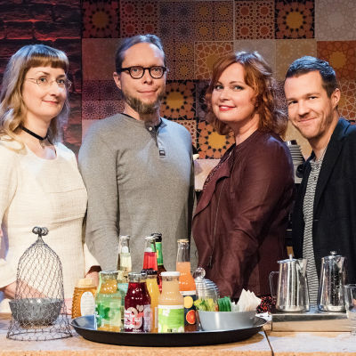 Kuvassa: Emmi Itäranta, Mikko-Pekka Heikkinen, juontaja Niina Repo ja Olavi Uusivirta