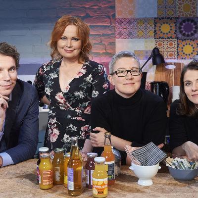 Kuvassa: Juha Itkonen, juontaja Niina Repo, Rita Paqvalen, Anna Paavilainen.