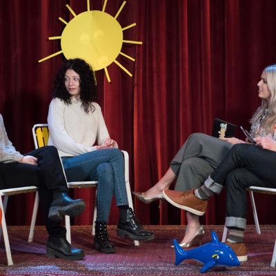 Kuvassa Hennariikka Laaksola, Anette Aghazarian, Thelma Siberg ja Valtteri Lehtinen