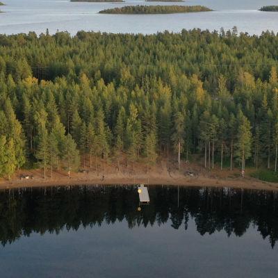 Dronekuva Seitteenkaaren saaristosta.