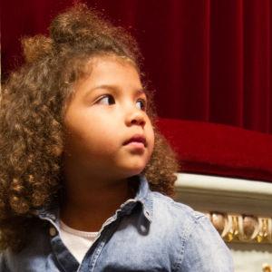 Lapsi teatterissa