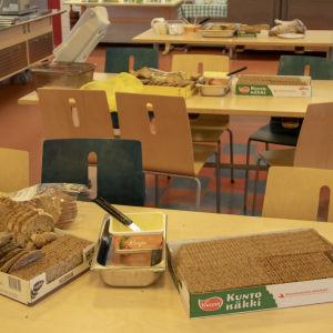 Tuiran koulun ruokalan leipiä
