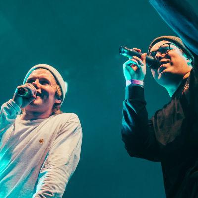 Gasellit-yhtye keikalla. Kuvassa vasemmalla Päkä ja oikealla Hätä-Miikka.