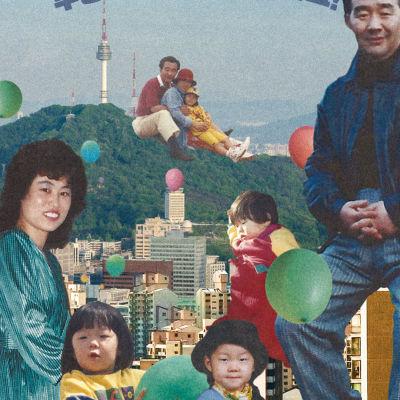 Vanha hieman haalistunut värikuva etelä-korealaisesta perheestä
