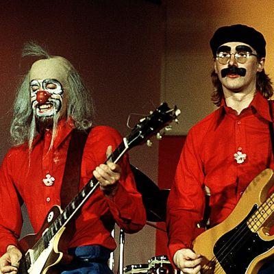 Hullujussi-orkesteri esiintyy Iltatähdessä 1974.