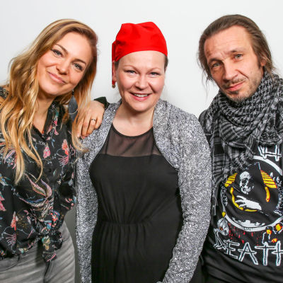 Mirkka Paajanen, Inari Tilli ja Jarkko Martikainen puolilähikuvassa