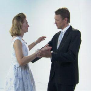 Mies ja nainen tanssivat