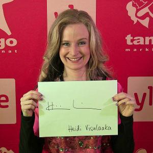 Heidi Visulaaka osallistuu Seinäjoen Tangomarkkinoiden laulukilpailuun.