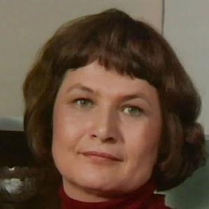 Annikki (Anja Pohjola) elokuvassa On neidolla punapaula